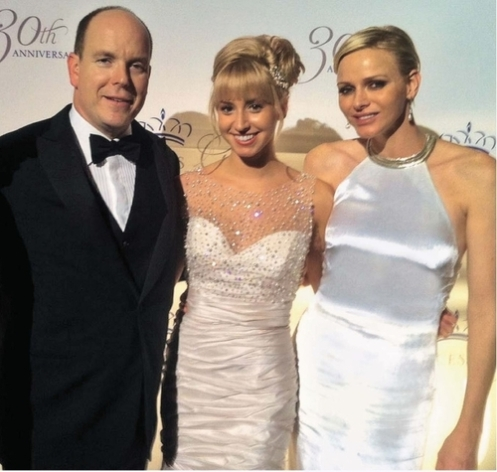 Jazmin Grace Grimaldi, flanked by her father Prince Albert of Monaco (L) and her stepmother, Princess Charlene, at the Princess Grace Awards in New York City, October 2012 (Courtesy: Princesas)