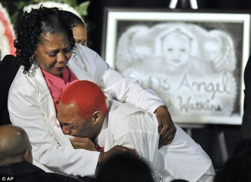 Another family member weeps for Jonylah (Courtesy: Daily Mail)