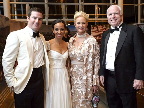 Farbeit for me to support grampy McCain in any shape or form, but hey, if they love each other nothing is going to stand in their way; from left to right, Jack, Renee, Cindy, and Senator John McCain (Courtesy: People)